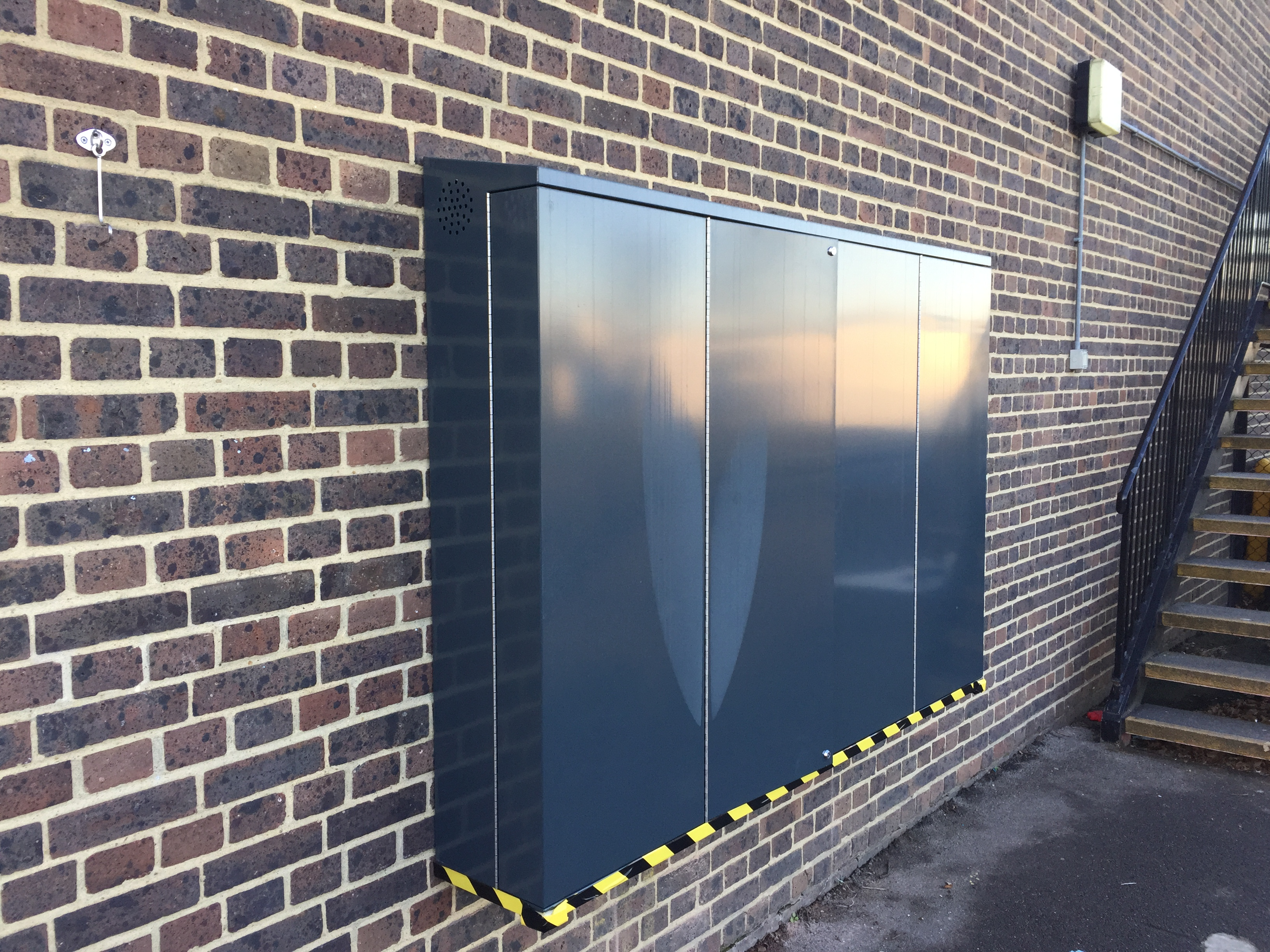 Outdoor tv enclosures outdoor tv dispaly security for Exterior enclosure